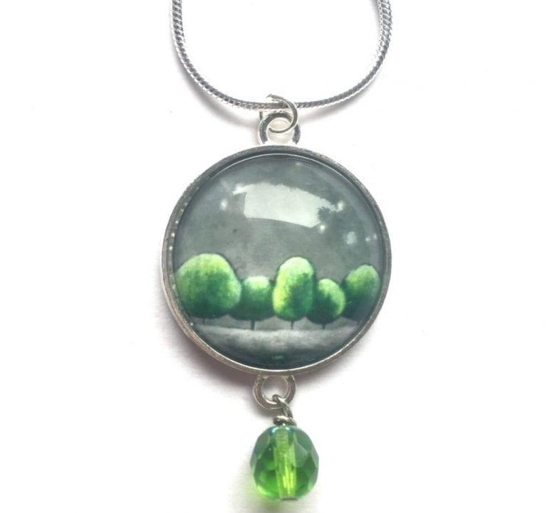 Green bead pendant Amélie Gagné Studio