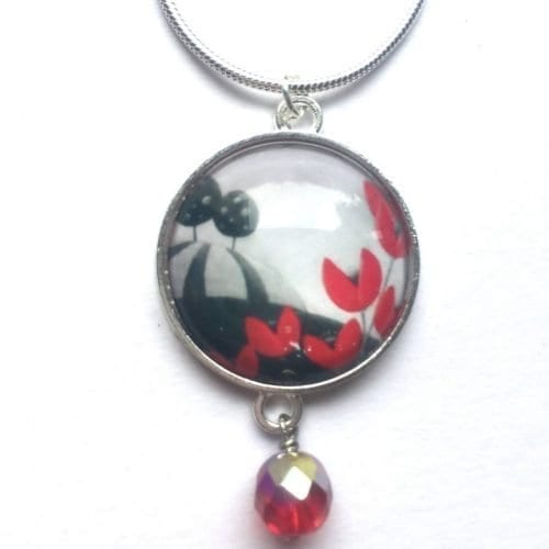 Red bead pendant Amélie Gagné Studio