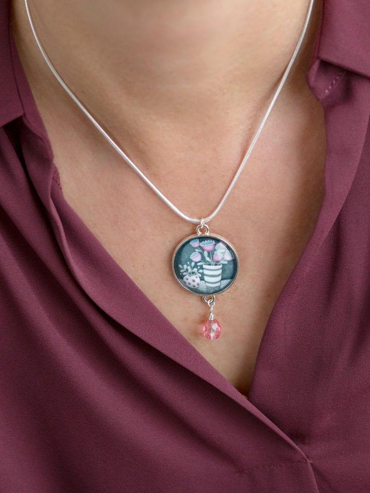 Pink bead pendant Amélie Gagné