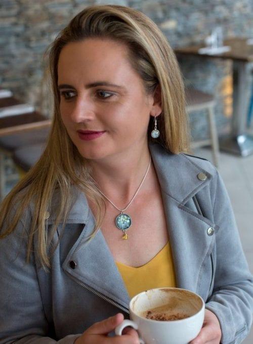 Yellow bead pendant Amélie Gagné Studio